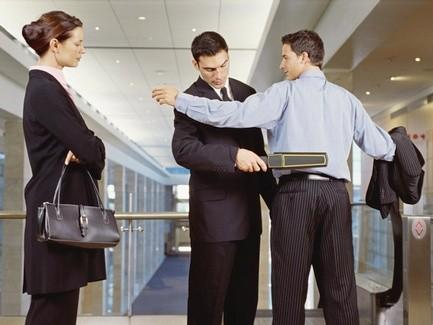 Контроль в аэропортах и на вокзалах постоянно усиливается, однако эффективность всех этих мер вызывает множество...