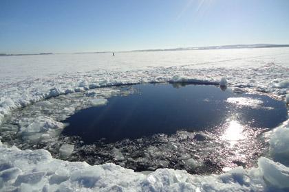 Житель Ревды провалился под лед вместе со снегоходом