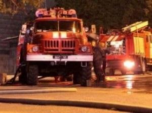В Киеве во время пожара хозяйка не пустила спасателей в квартиру