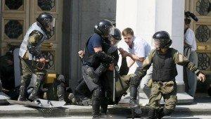 2015-08-31T115355Z_1434548190_GF10000188004_RTRMADP_3_UKRAINE-CRISIS-STATUS-POLICE