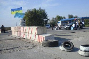 7538817-aktivisty-provedut-na-granice-s-krymom-