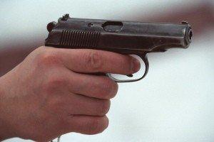 f8c496a-ubit-iz-pistoleta