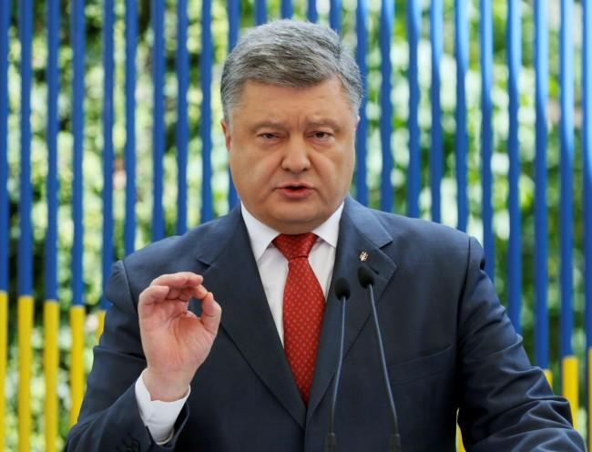 Ukrainian President Petro Poroshenko speaks during a news conference in Kiev, Ukraine, June 3, 2016. REUTERS/Valentyn Ogirenko