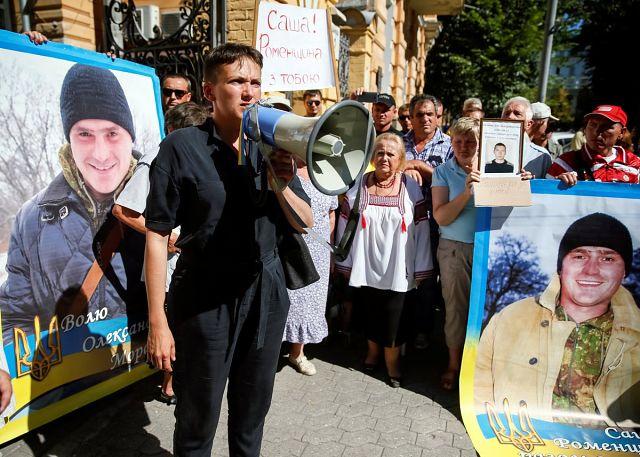 Савченко предложила женам Порошенко иМедведчука стать преговорщиками