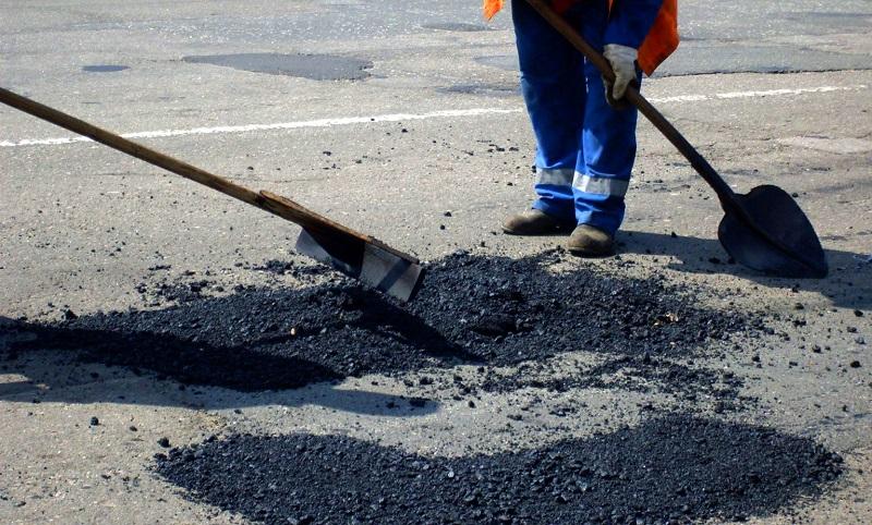 Премьер Украины пообещал выделить существенные средства наремонт дорог