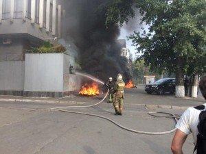 В Киеве горит здание телеканала «Интер» 123