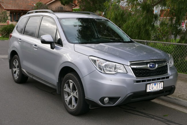 2014_Subaru_Forester_(MY14)_2.5i_Luxury_wagon_(2015-06-25)_01