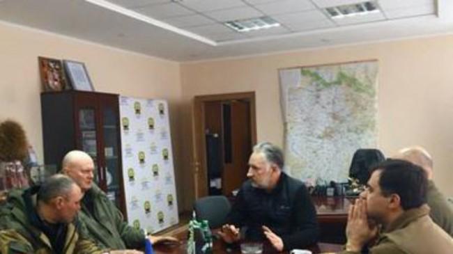 blokada-donbassa-zhebrivskij-vstretilsja-s-uchastnikami-aktsii_rect_0e16e067f4345382cf5b28d44b9d6ee3