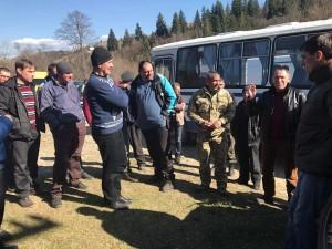 В Ивано-Франковской области жители протестуют против вырубки леса  1