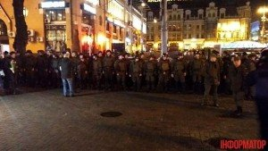 В Киеве конная полиция ночью дежурила у магазинов 1