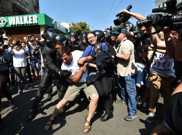 Задержание представителя украинских националистов в ходе «Марша равенства» в Киеве, 18 июня 2017 года