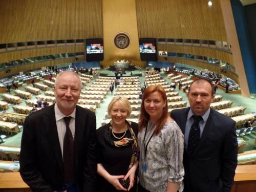 Владимир-Тимошенко-слева-с-коллегами-в-ООН.-Фото-из-Facebook-Альянс-громадського-здоровя