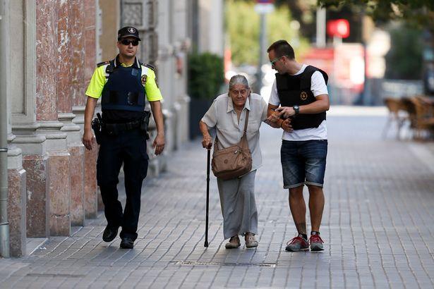 Policemen-accompany-an-elderly-woman-nea