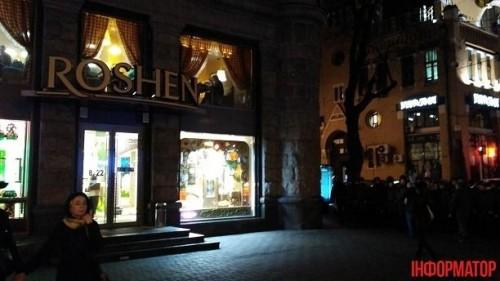 В Киеве конная полиция ночью дежурила у магазинов