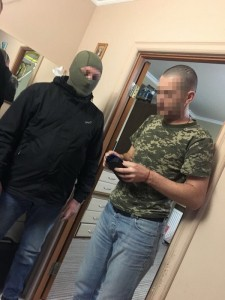 СБУ задержала пограничников за участие в контрабанде сигарет